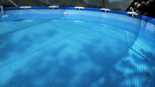 De SunnyTent en het zwembad na hun winterslaap