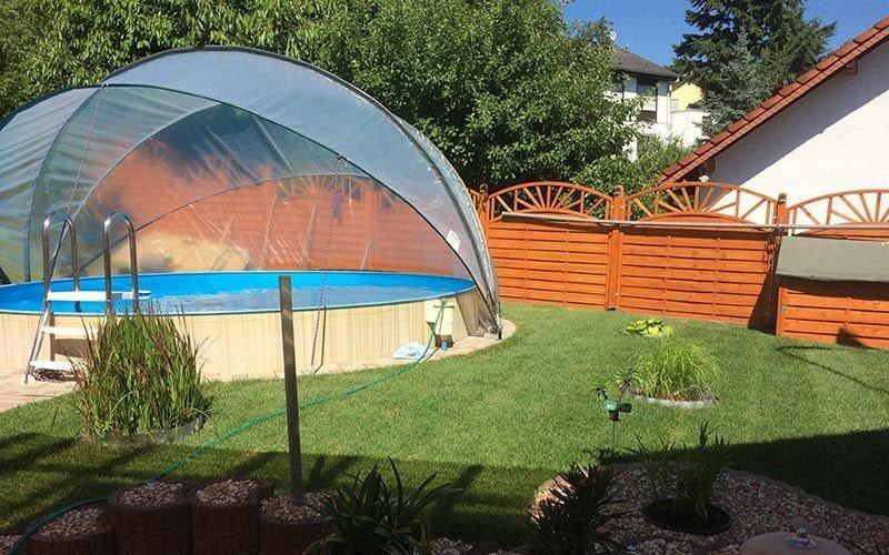 De SunnyTent over een ingegraven zwembad