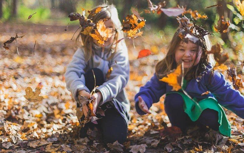De leukste activiteiten voor buiten spelen in het najaar